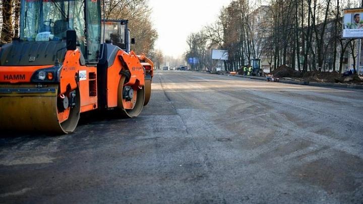 Движение открыли, а ремонт не закончили: когда на Тутаевском шоссе поставят остановки и сделают съезды