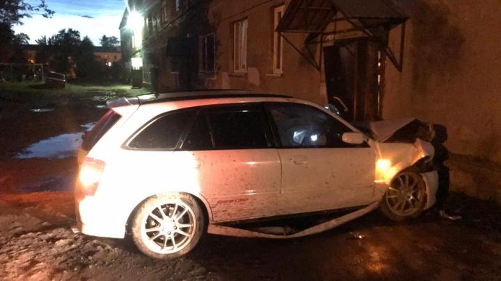 Epic fail: пьяный житель Сухого Лога врезался в дом, отмечая восстановление своих водительских прав