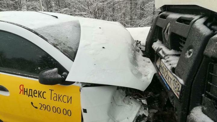 В Прикамье пассажир такси пострадал в ДТП с бензовозом