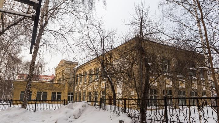 «Нельзя уничтожать»: самую опасную школу Новосибирска запретили сносить