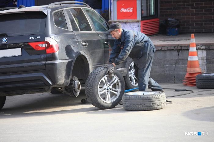 Мужчина причинил водителям ущерб на сумму в 100 тыс. руб.