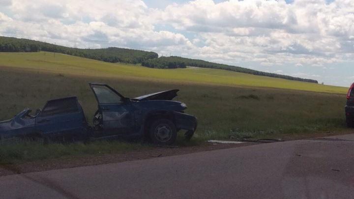 Водитель чудом выжил в аварии на трассе в Башкирии