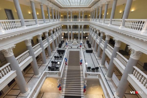 В волгоградских банках насчитали меньше фальшивок, чем раньше