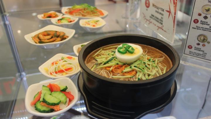 В новосибирском ТЦ появились муляжи еды, неотличимые от настоящей