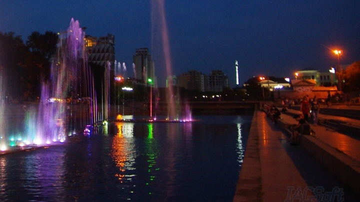 Светится возле цирка: екатеринбуржцы сфотографировали «призрак» снесённой телебашни