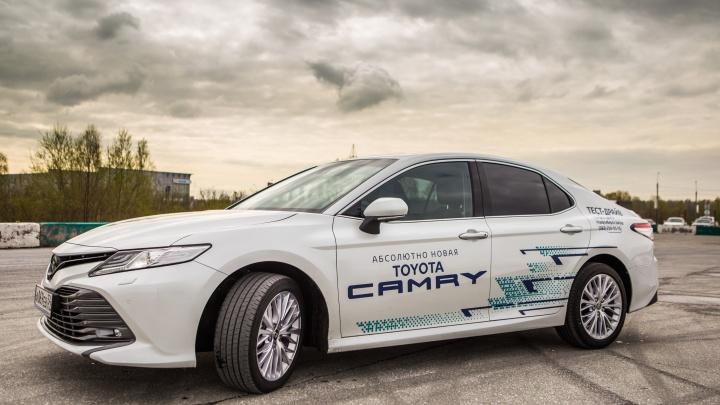 «Тойота» одолела: Новосибирск наводнили новые «Камри» за 2 миллиона рублей