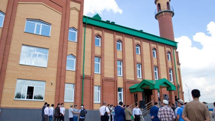 В мечетях Новосибирска начали ставить прививки от менингита