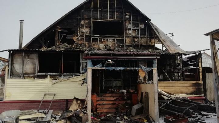 Многодетная семья осталась на улице после пожара