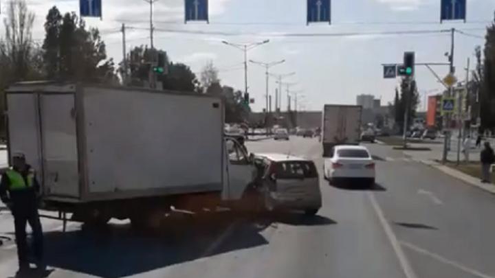 «Замес» на Мехзаводе: на Московском шоссе столкнулись несколько машин