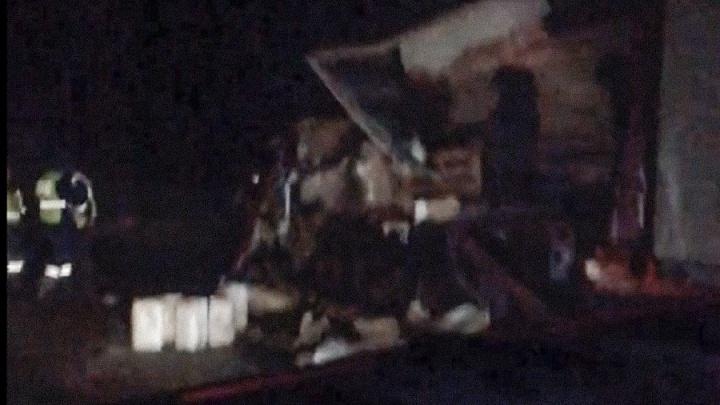 Машины всмятку: на трассе в Ярославской области столкнулись две фуры