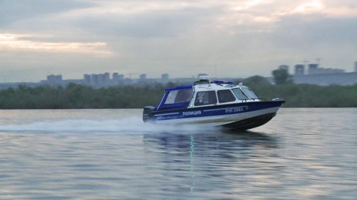 На Оби появились полицейские катера с мигалками