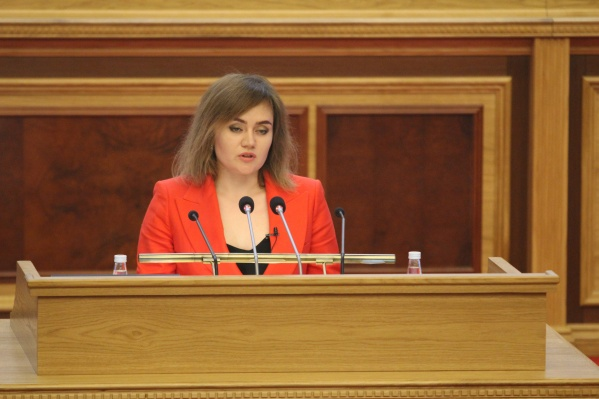 Докладчик привела конкретные примеры низких зарплат работников бюджетной сферы