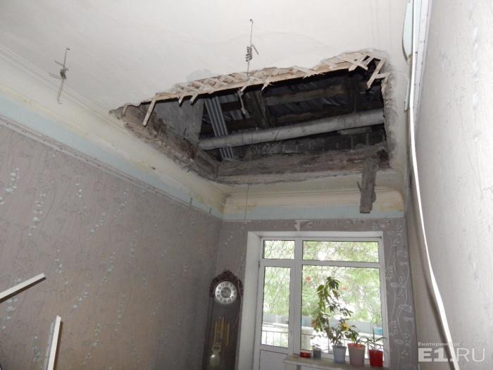 Потолок пообещали отремонтировать, но после завершения экспертизы
