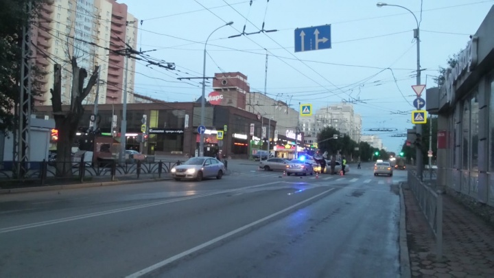 Поворот налево там запрещён: на перекрёстке Щорса — Белинского водитель Lada врезался в Nissan
