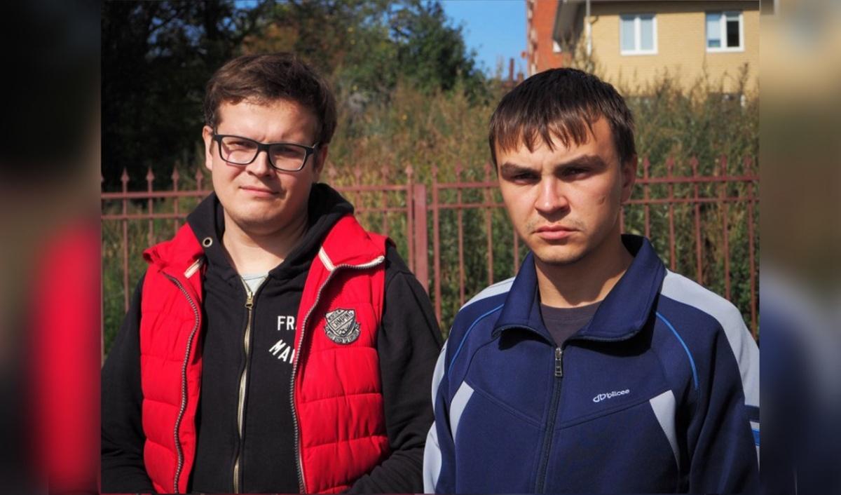 На фото: слева юрист «Комитета против пыток» Владимир Смирнов, справа потерпевший Иван Белов