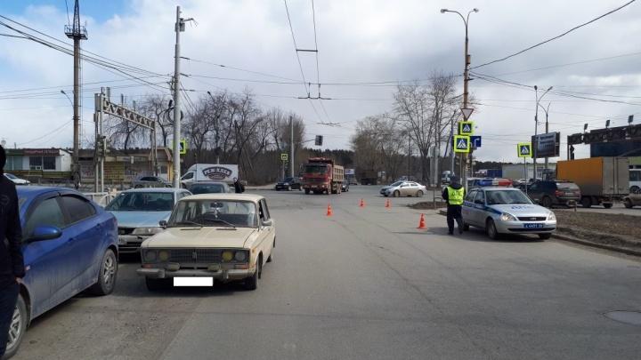 На Уралмаше водитель «шестерки» сбил 10-летнюю девочку
