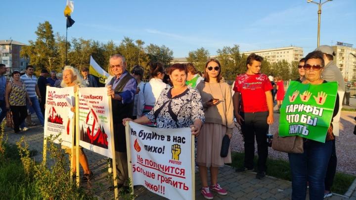 Видео: сотни красноярцев снова вышли протестовать в сквер Космонавтов