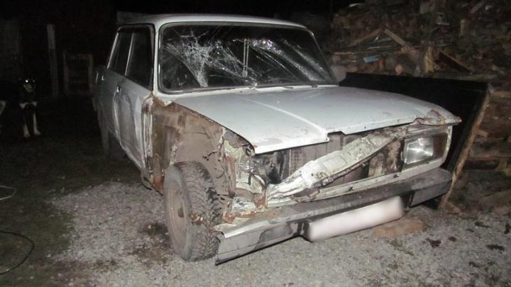 В Кетовском районе парень приехал взять у родителей в долг, но после отказа угнал машину