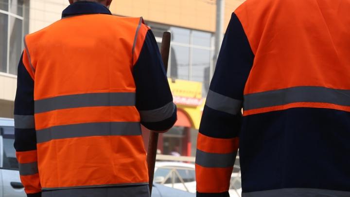 Грабители в оранжевых жилетах отняли деньги у новосибирца на улице Кирова