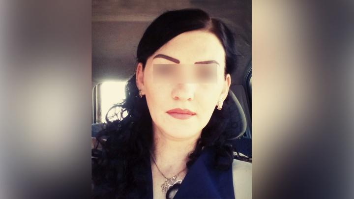 Пришёл с оружием в офис к жене: жительница Озёрска пыталась спастись от мужа в цветочном киоске