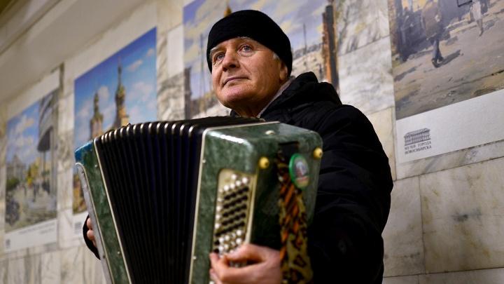 Прощайте, Владимир Андреевич: умер известный дедушка с баяном из метро