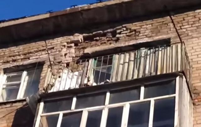 Видео: В Башкирии жилой дом распадается на куски