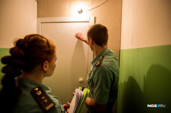 Молодому человеку нужно выплатить около 300 тысяч рублей