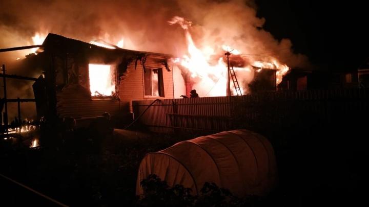 Ночной пожар в Башкирии оставил на улице восемь семей