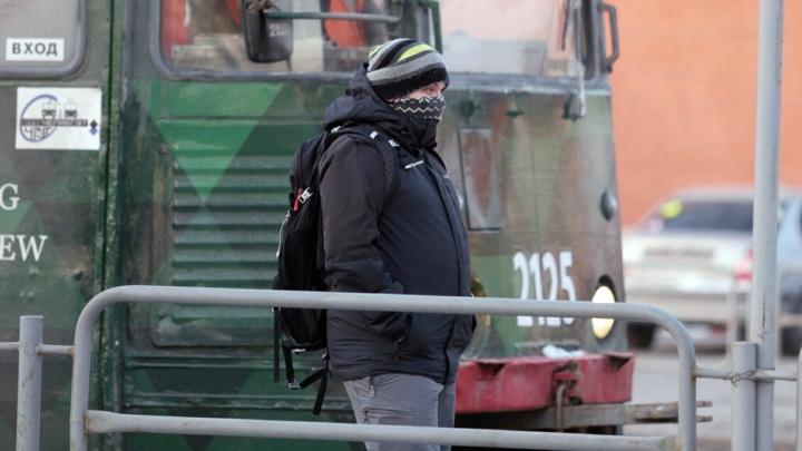 «40 минут до цеха — пешком»: закрытая дорога в аэропорт оставила без транспорта челябинских рабочих