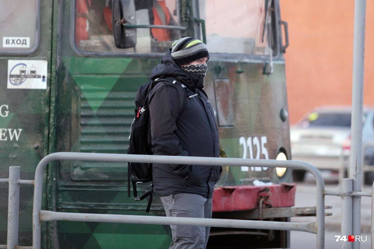 Трамвай, который развозил рабочих по территории ЧМК, отменили из-за ремонта путепровода