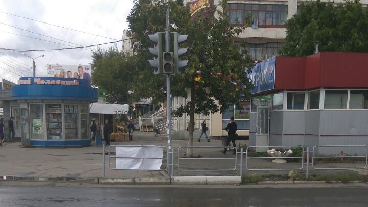 Не работают светофоры, закрыты банки и аптеки: крупный район Челябинска остался без света