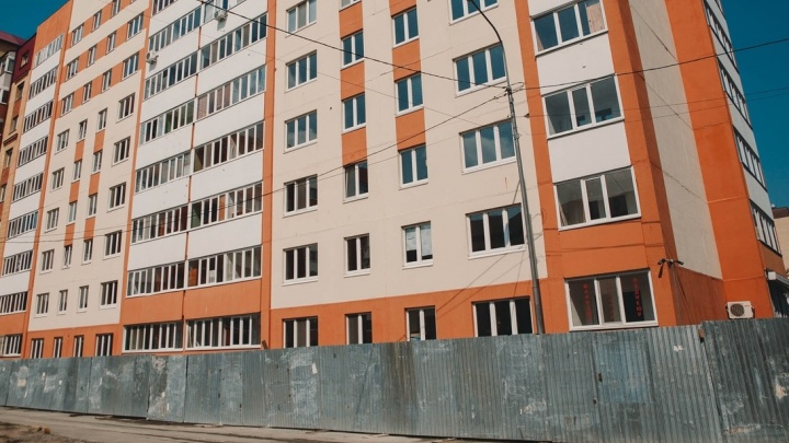 Владельцы квартир в «пизанской башне» на Домостроителей получат новое жилье в марте