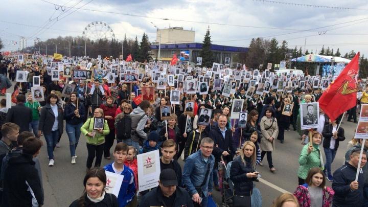 Транспарант и 150 рублей на автобус: школьников в Уфе заставляют идти на «Бессмертный полк»
