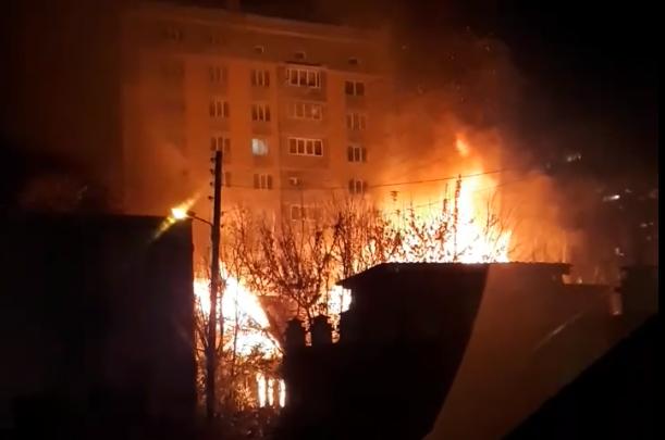 Мужчина погиб в ночном пожаре на Бору