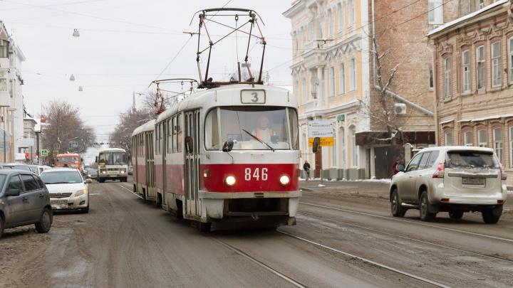 В Самаре неизвестный напал на кондуктора трамвая в медицинской маске
