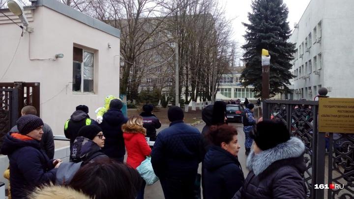 Больше 20: количество ростовских учреждений, получивших письма о бомбах, стремительно растет