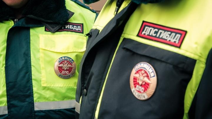 В Новочеркасске «Лада-Приора» протаранила остановку: за рулем находился 16-летний подросток