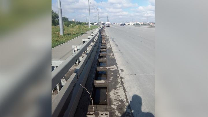 И тут воруют: власти рассказали, когда на обочинах Бугринского моста исчезнут дыры