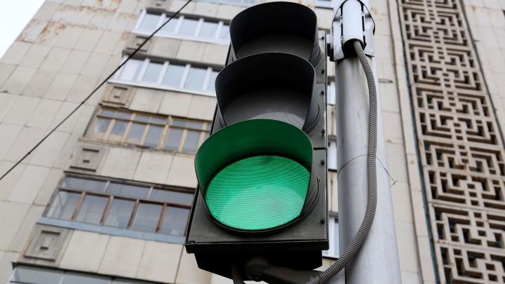 Год не работал: в Башкирии чиновников заставили починить светофор у школы