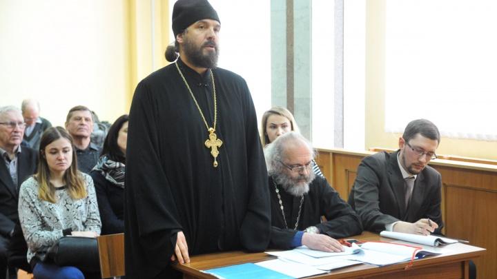 Суд разрешил екатеринбургскому священнику называть Ленина Гитлером