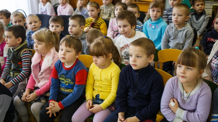 Протекла крыша: в Волгограде на три месяца закрыли группу детского сада