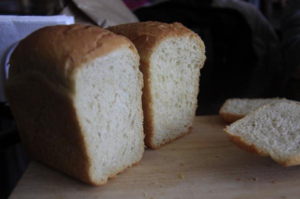 Для того чтобы получить булку хлеба необходимо предъявить пенсионную карту