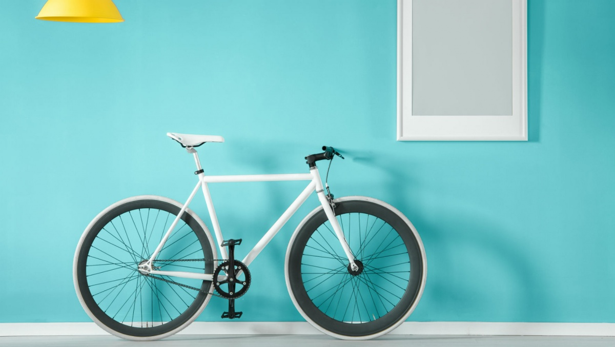 На велосипеде по коридору, пожалуй, не покататься, но на гироскутере — вполне