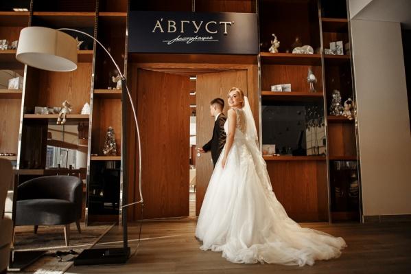 Выбираем главные составляющие свадьбы — номер для молодоженов, развлечения и стильный ресторан