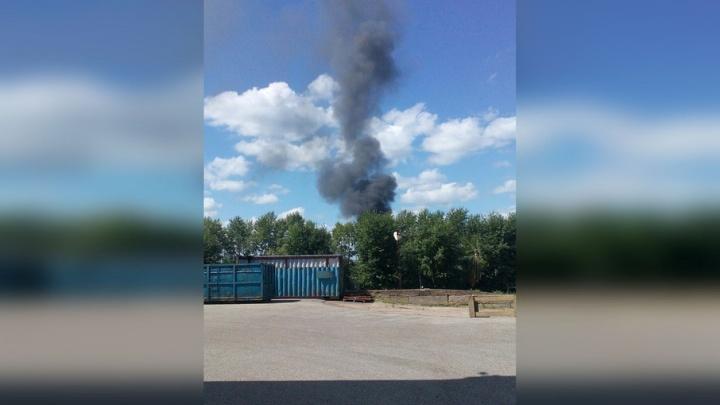 Уфимцы заметили чёрный дым над ламповым заводом