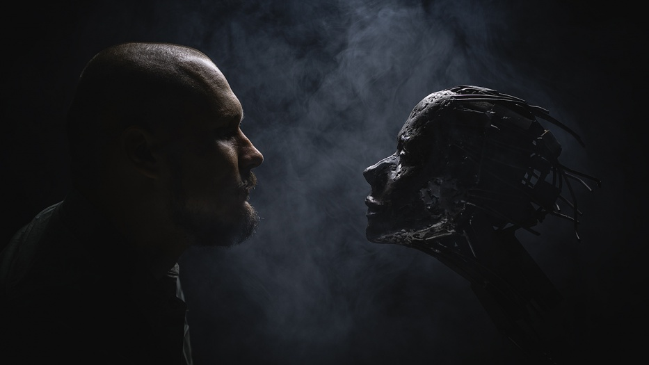 Максим Александров делает свои скульптуры из металла