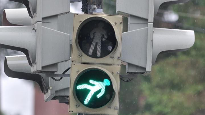 На десяти перекрёстках Екатеринбурга установят новые светофоры