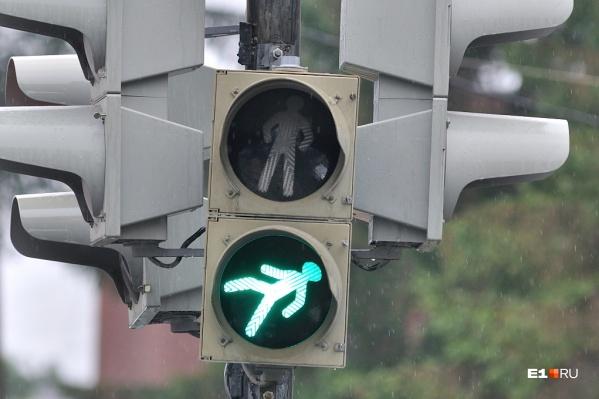 На перекрёстках появится по два новых светофора