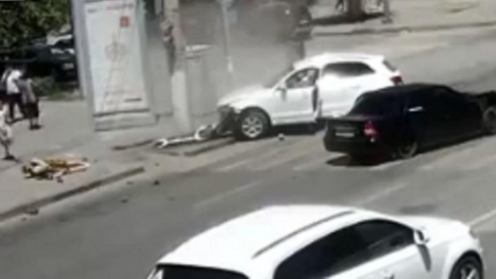 Audi влетел в «Ладу-Приору»: появилось видео жуткой аварии в Волгограде