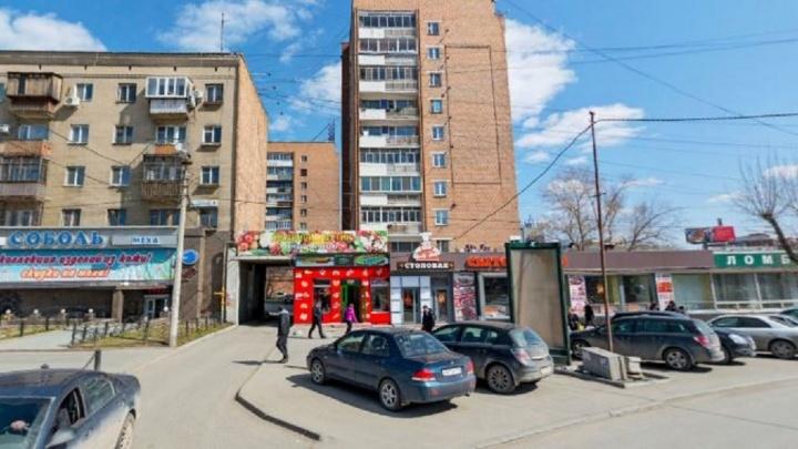 В Екатеринбурге снесут пекарню и ларёк общественного питания возле вокзала